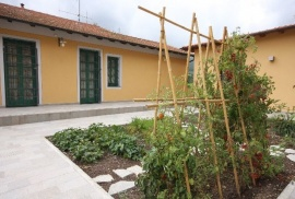 Le Meridiane Farm-holiday centre the vegetable garden with seasonal fruit and vegetables